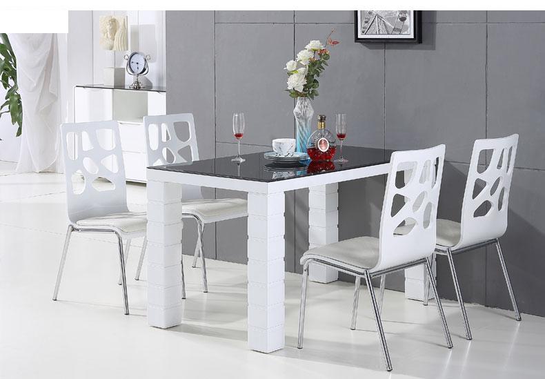 bàn ăn màu trắng