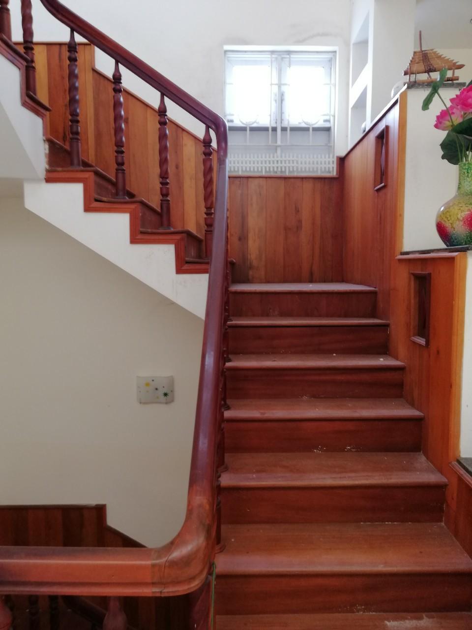 Báo giá cầu thang gỗ- Mẫu cầu thang gỗ đẹp- Cầu thang gỗ tự nhiên ...