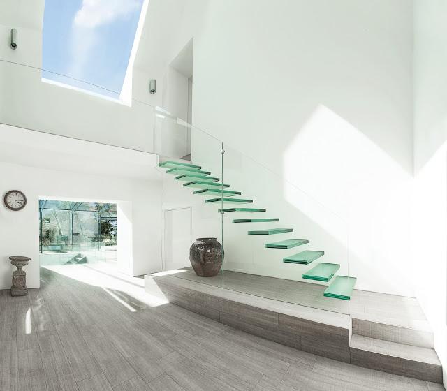 Thiết kế cầu thang kính đẹp, khác biệt - Mẫu số 9