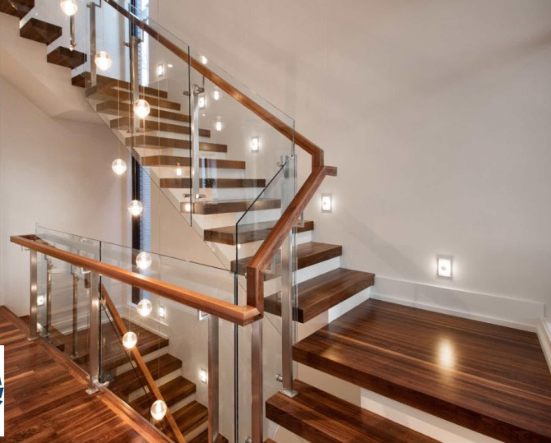 Cầu thang kính hoàn thiện không gian sống