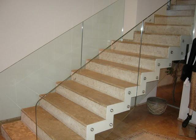 Cầu thang kính đẹp - mẫu số 4