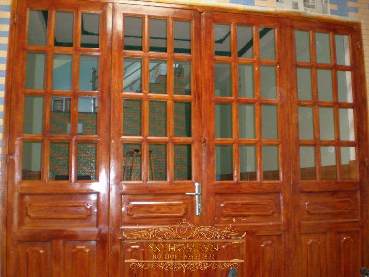 Cửa sắt hộp sơn giả gỗ 1