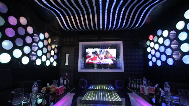 sử dụng đèn lé trang trí quán karaoke