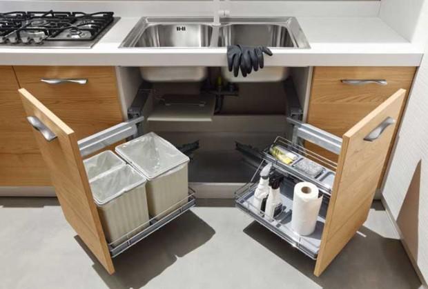 Kệ gia vị đi kèm với tủ bếp