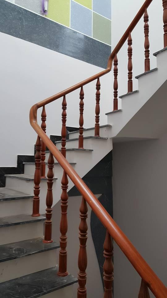 cầu thang gỗ Lim cao cấp