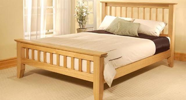 Giường gỗ sồi đơn giản, chắc chắn (skyhome.vn)