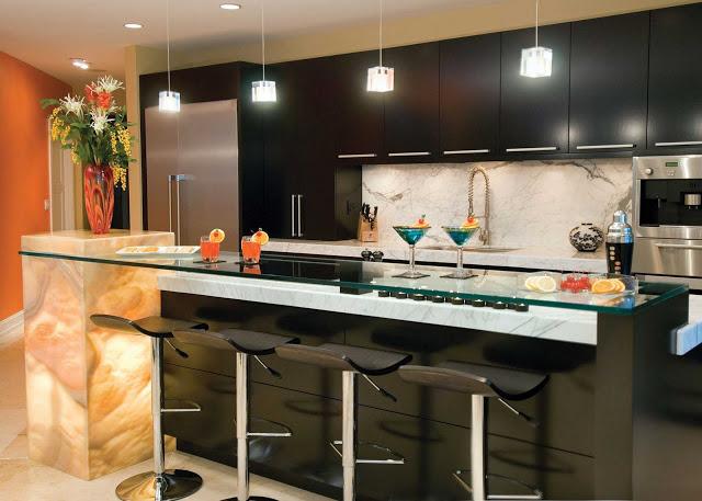 Tủ bếp có quầy bar - Mẫu thiết kế số 3