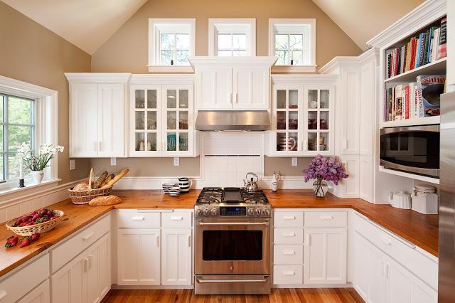 tủ bếp tự nhiên sơn trắng đẹp