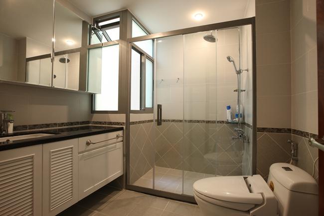 Vách kính phòng tắm cho các căn hộ chung cư